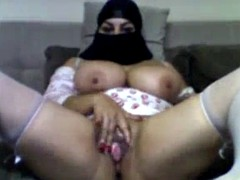 arab bbw mastributes her pussy on cam