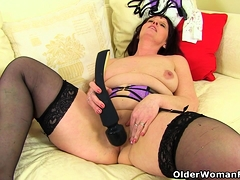 English milf Beau puts her sex toy to impersonate