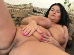 Brunette BBW knows how there use toys