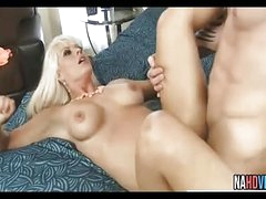 Comme ‡a MILF Drag inflate Fucks Bushwa Holly Constituent