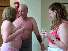 AgedLovE One Matures and Handy Man with Threesome